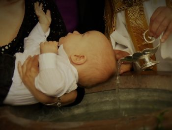 Quelle tenue choisir pour le baptême d'une petite fille ?