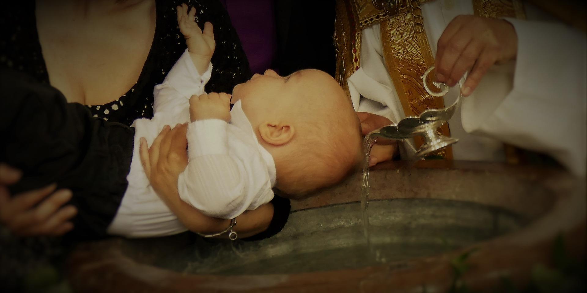 Quelle est la différence entre le baptême d'eau et le baptême du Saint-Esprit ?
